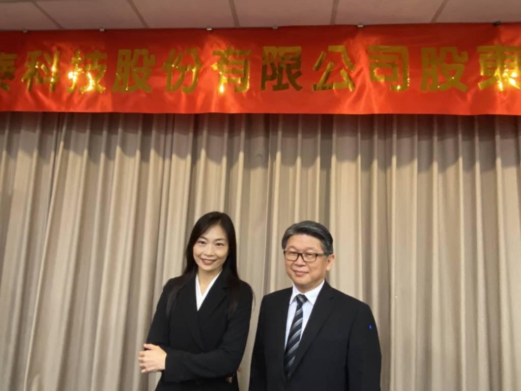 左為明泰董事長黃文芳、右為總經理林裕欽。(王逸芯攝)