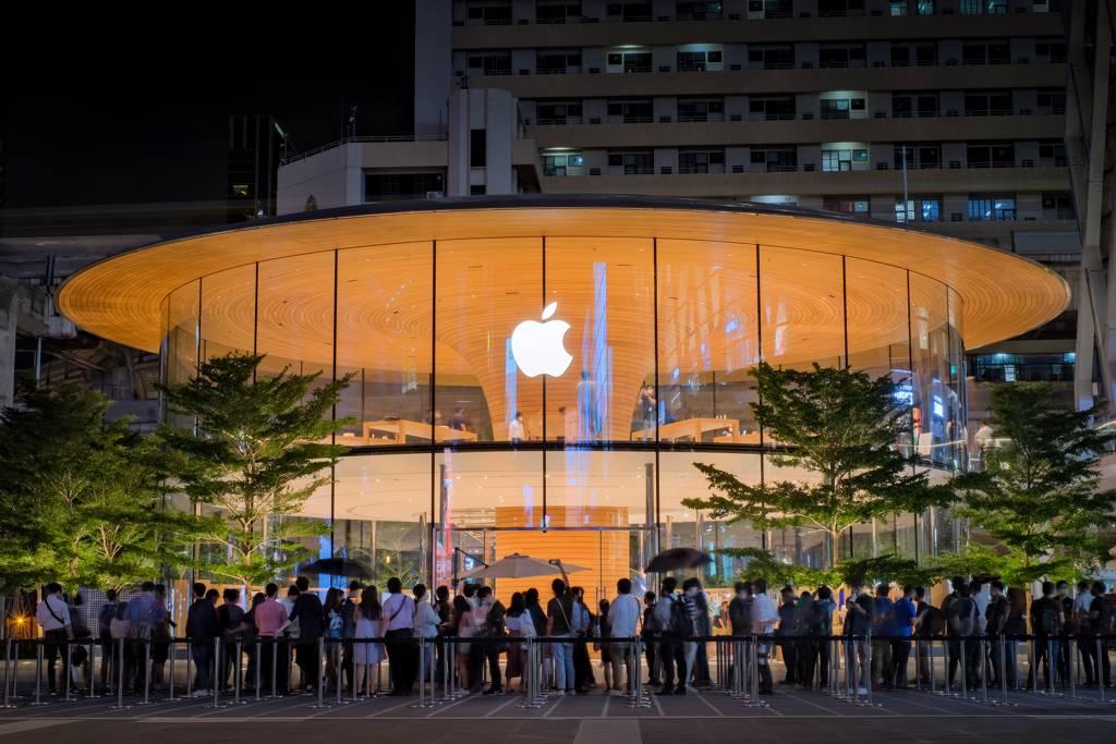 蘋果看好衛星通訊趨勢,下一代iPhone 13支援低軌道衛星通訊。(示意圖/達志影像/shutterstock)