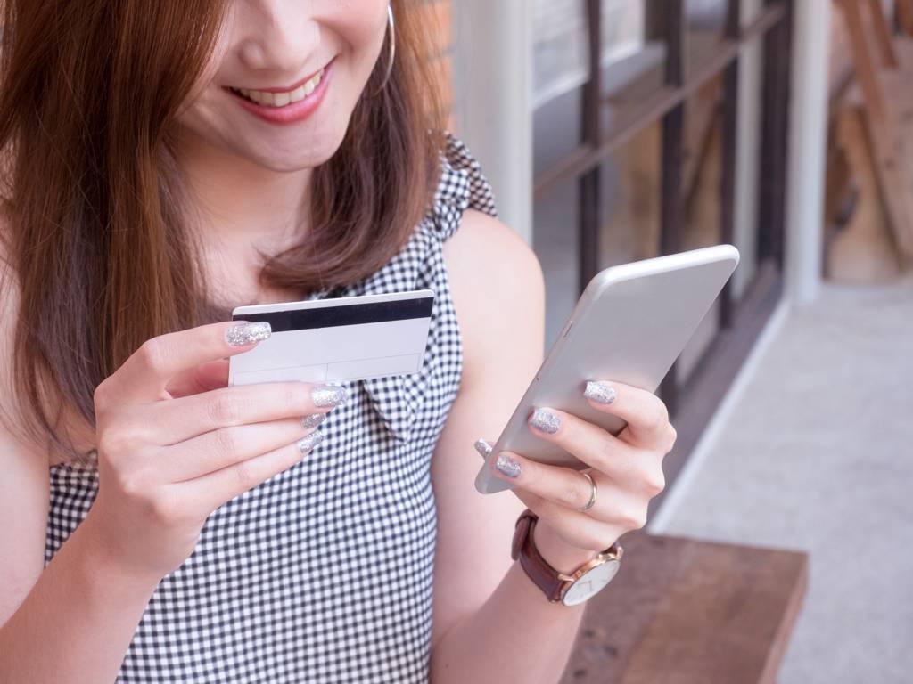 台新銀30日祭出相關優惠,其中今年新上路的「共同綁定」可獲合計最高2,000元的額外刷卡金。(示意圖/達志影像/shutterstock)
