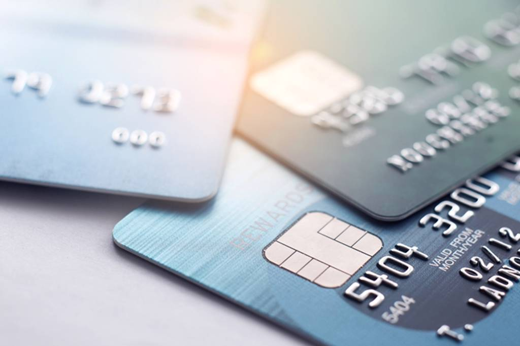 有多家銀行業者,針對5倍券推出配套優惠方案。(示意圖/Shutterstock)