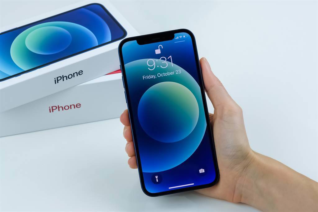 iPhone新機即將上市,上一代iPhone 12及iPhone 11卻傳出大缺貨!(示意圖/達志影像/shutterstock)
