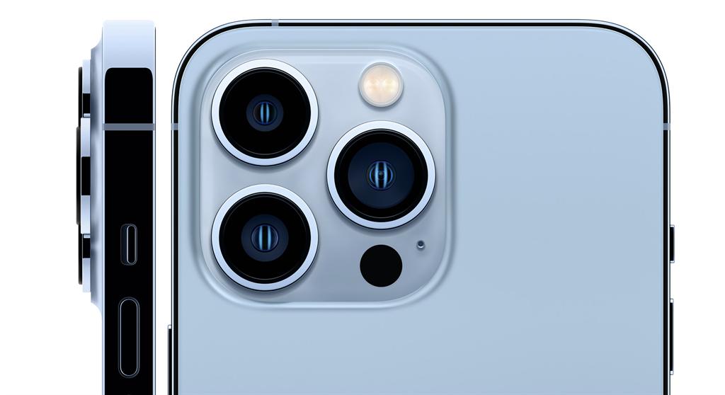 蘋果正式發表iPhone 13系列;圖為iPhone 13 Pro系列全新天峰藍色。(摘自蘋果官網)