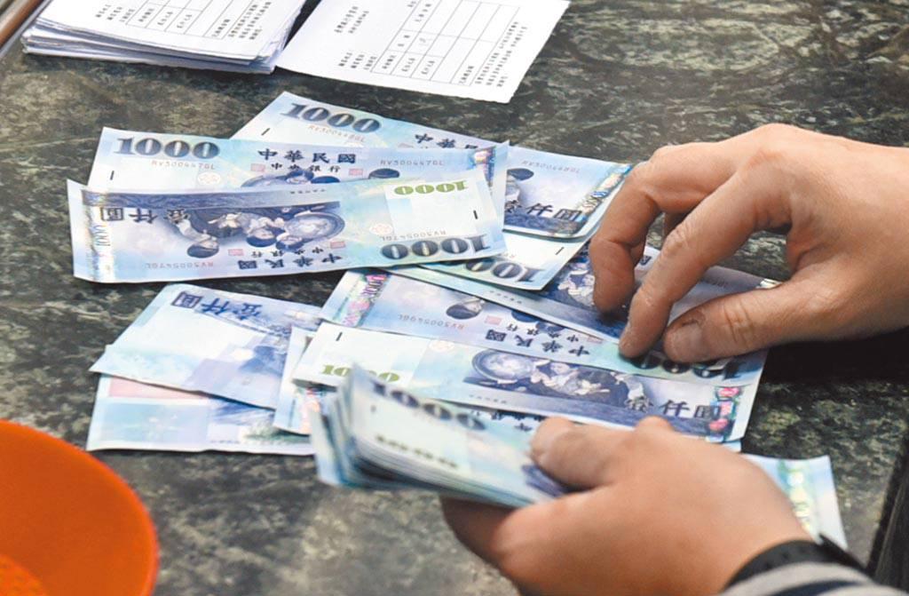 勞動部新台幣1萬元生活補貼,將於9月底截止申請。(中時資料照)
