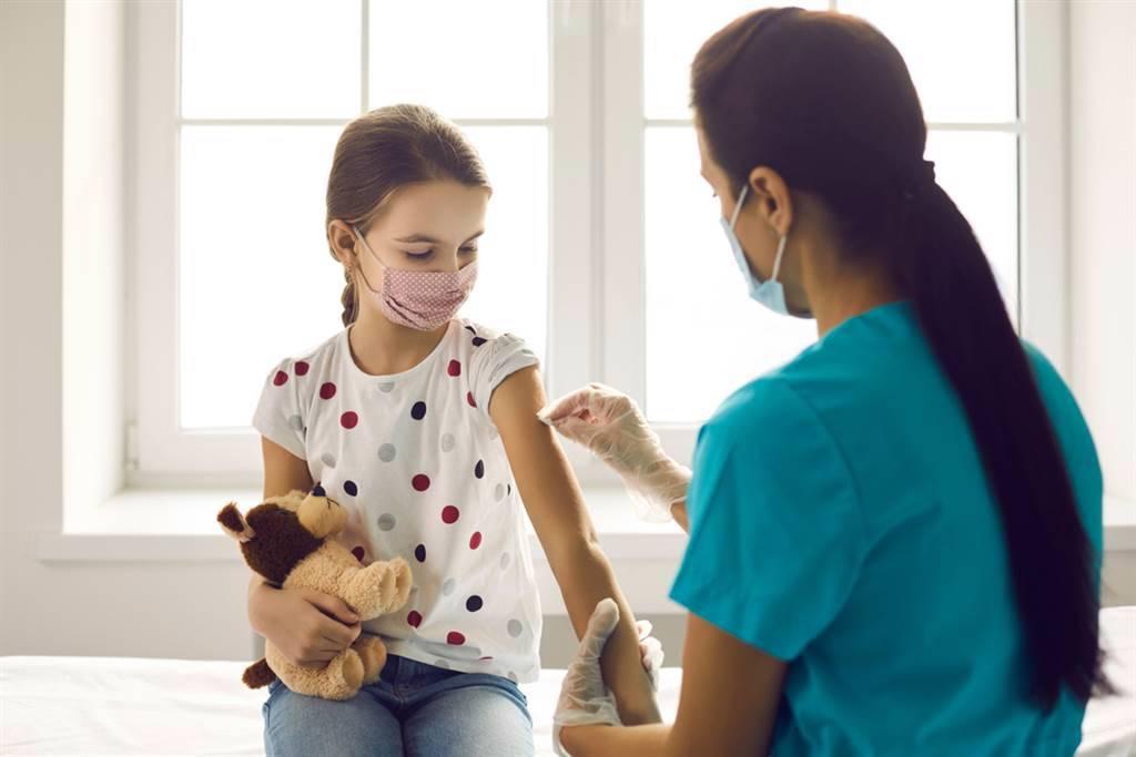 輝瑞除預計月底提交5至11歲兒童的打苖數據,也擬於下月底發布6個月至5歲嬰幼兒的臨床試驗數據。(示意圖/達志影像/shutterstock)