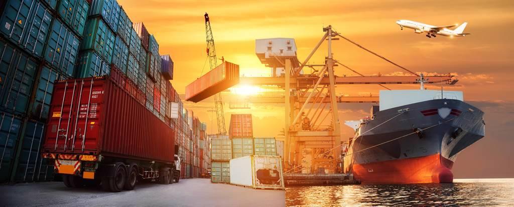 業者警告雖貨櫃產量提高,但混亂的物流系統持續惡化,航運供應危機持續。(示意圖/達志影像/shutterstock)
