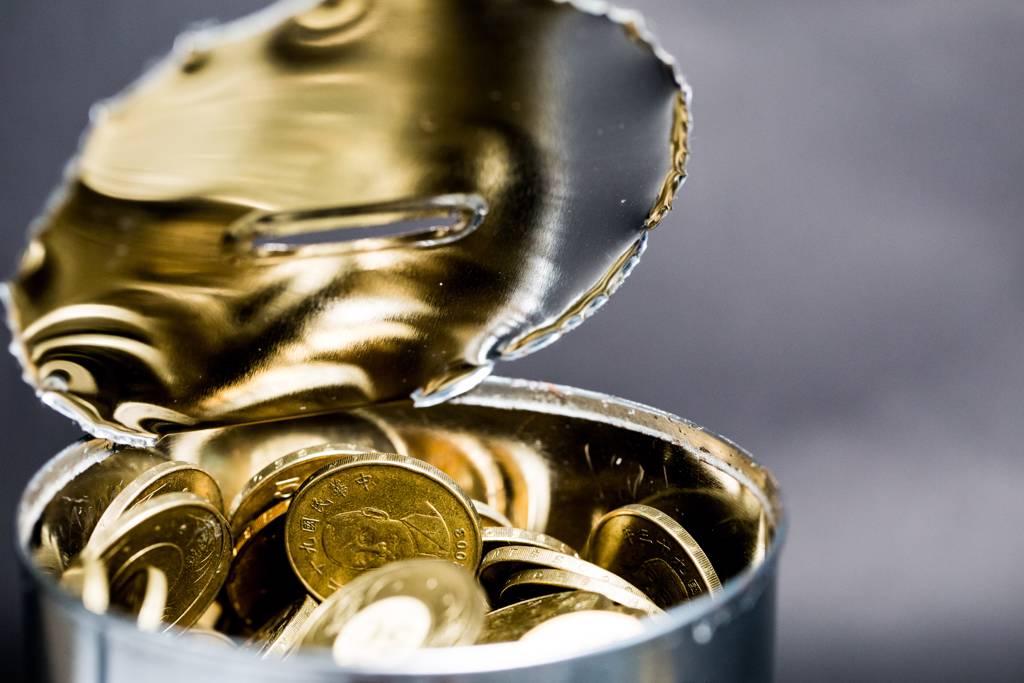 台股銀彈不足,銅板股反成「進可攻、退可守」資金好去處。(示意圖/Shutterstock)