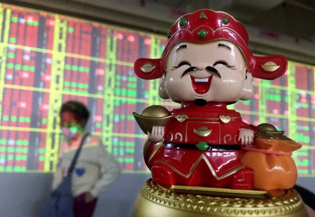 台股今(9/17)日10點過後,高價股及權值股領軍反彈,帶動大盤漲逾百點。(示意圖/中時資料庫)