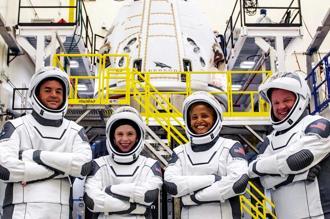 特斯拉創辦人穆斯克經營的航太科技公司SpaceX在15日成功將4名素人送上外太空,為太空旅遊開創新紀元。圖/路透