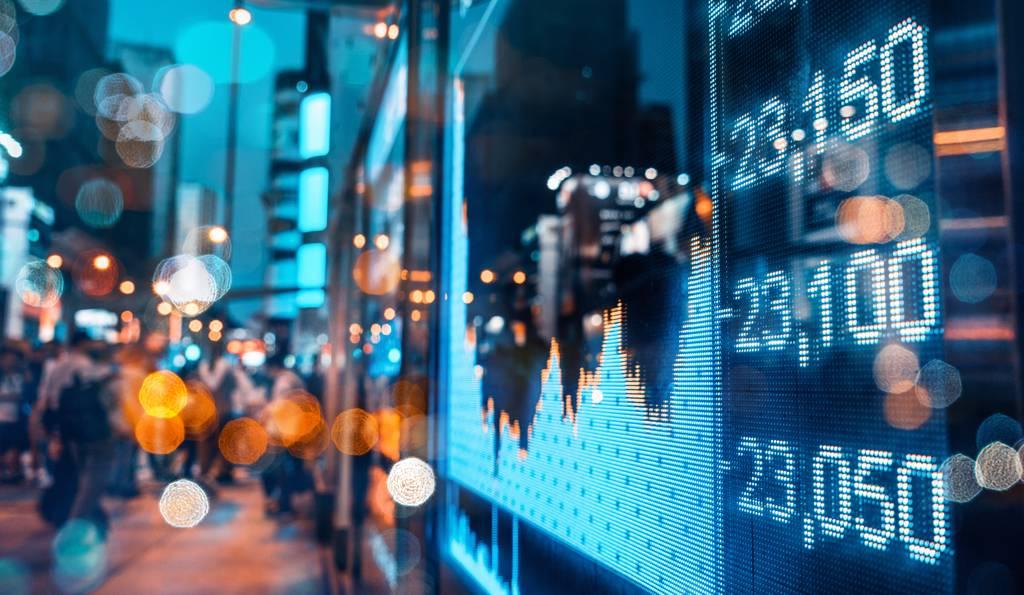 大學教師江季芸為自己打造股票「開心農場」,波段價差加上息收,五年下來已經超過千萬收入。(示意圖/Shutterstock)