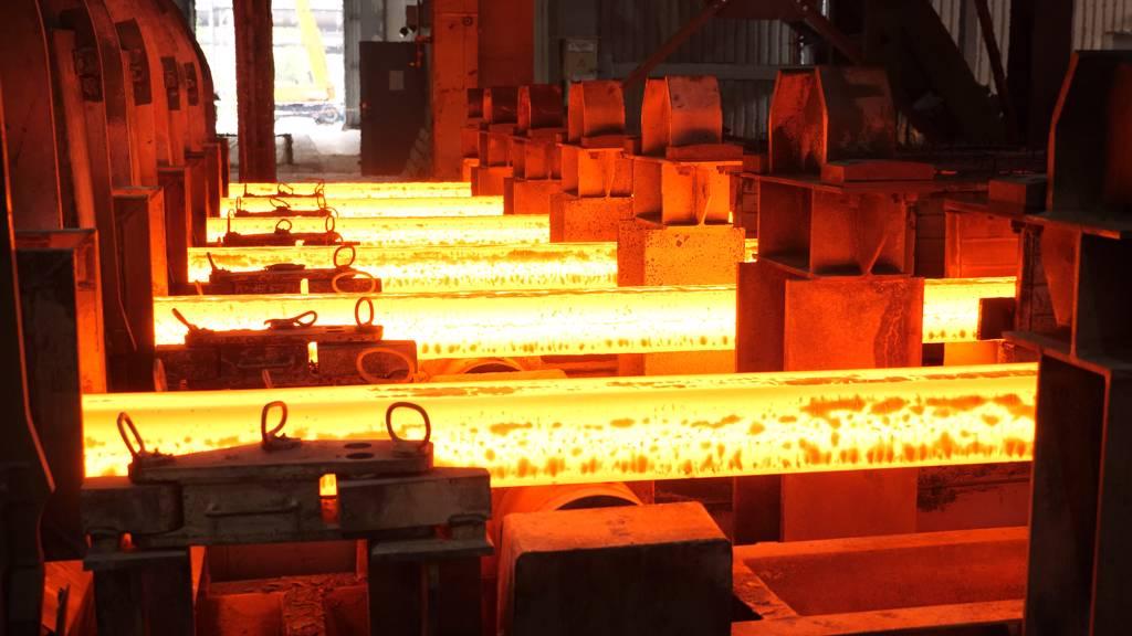 美國鋼鐵股價周五(9/17)狂瀉,大陸寶鋼也重挫,中鋼連假過後是否再度補跌,值得留意。(示意圖/Shutterstock)