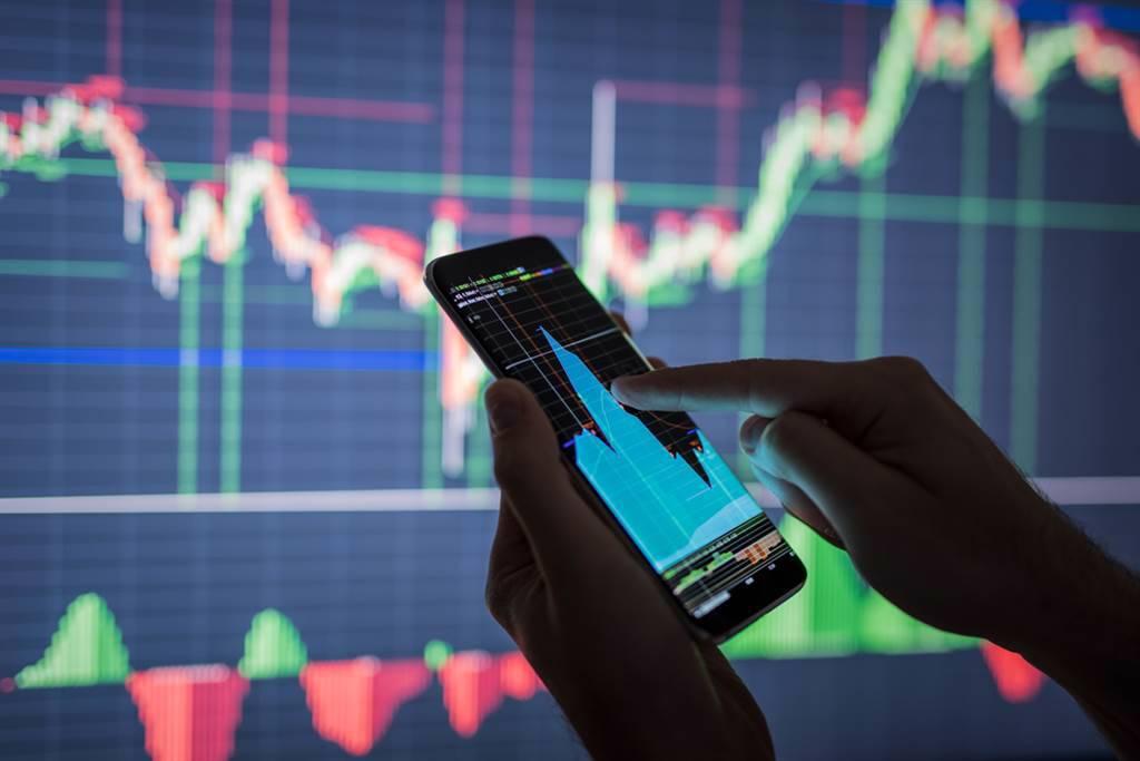 假前調節賣壓釋出,台股資金量能「大退潮」。(示意圖/達志影像/shutterstock)