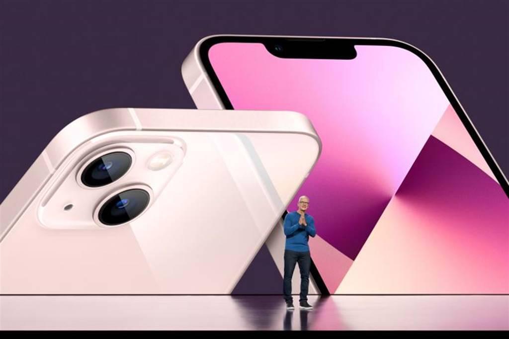法人認為,可留意iPhone 13、IC設計及IoT物聯網等產業趨勢向上的「三I概念股」。(圖/路透)