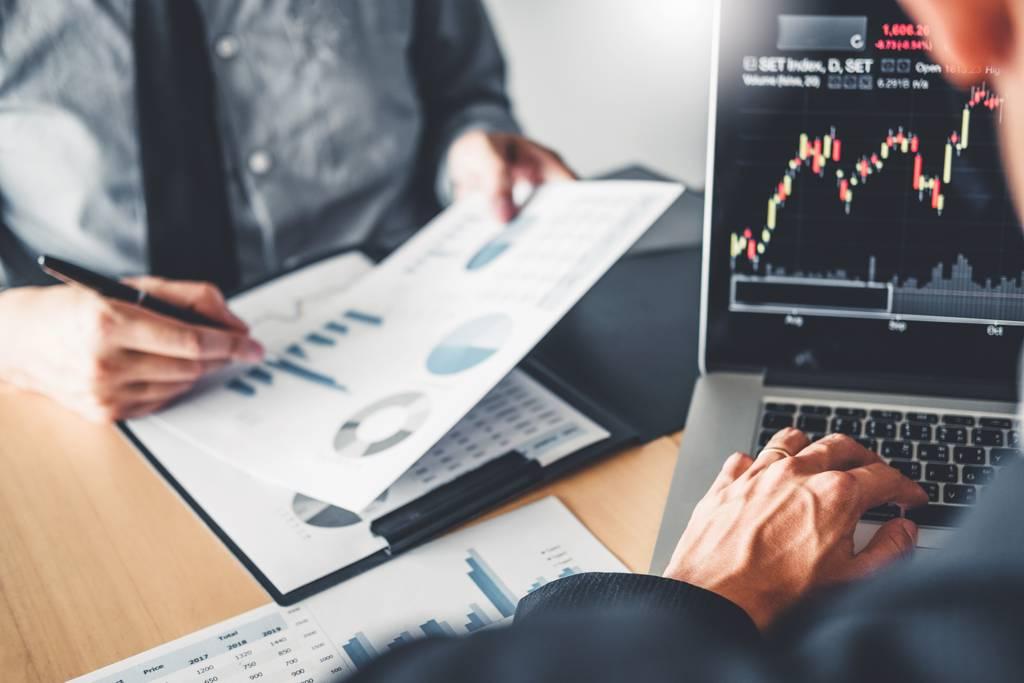 不少投信手中持股可能出現績效不佳情況,投信作帳行情更急切。(示意圖/達志影像/shutterstock)