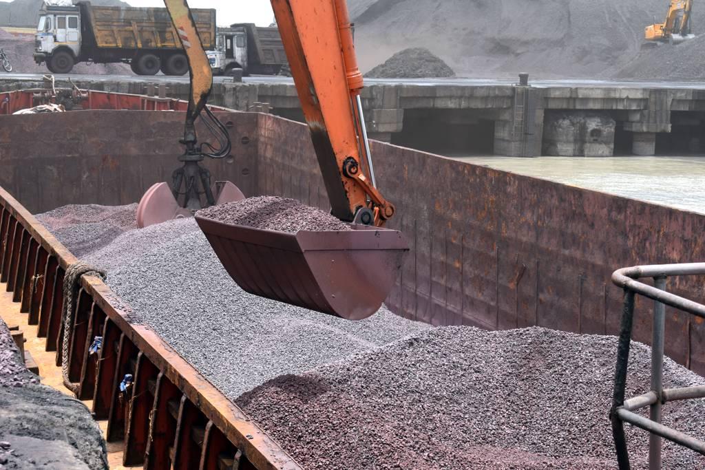 鐵礦石價格看跌,引發礦商趕出貨。(示意圖/達志影像/shutterstock)