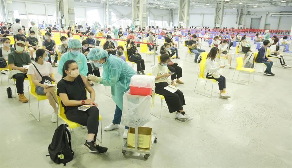 台北市議員林穎孟12日晚間爆料,直言自己手上有證據指出,北市有一批日本送的疫苗,系統顯示已被放到過期。(示意圖/本報資料照片)