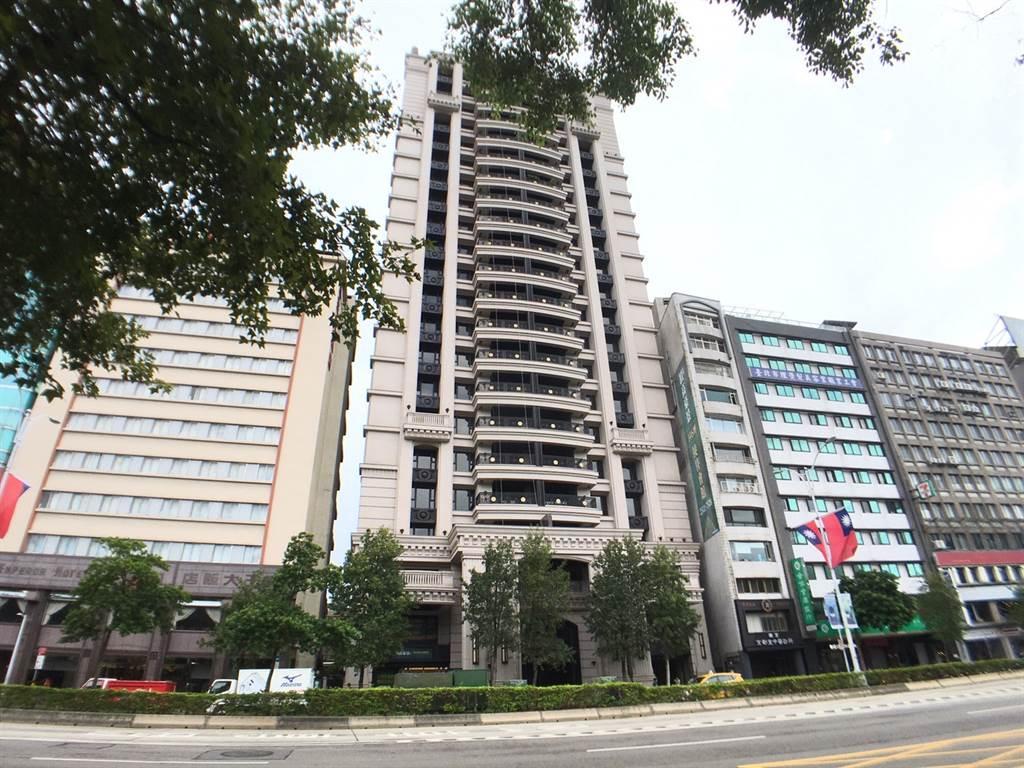 北市華爾街豪宅入手10年賠售3600萬元,以1.75億元出場。(圖/台灣房屋提供)
