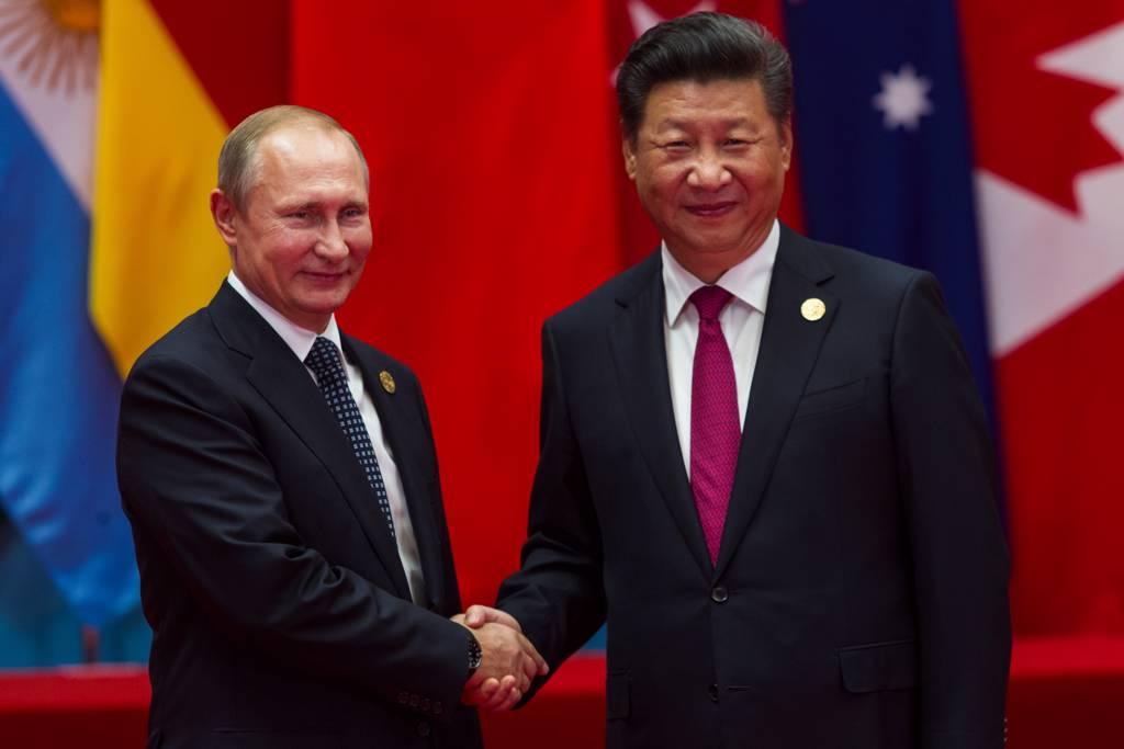 俄總統普丁(左)認為,大陸不必動武,僅靠經濟實力就能統一台灣,台海沒有武裝衝突的威脅。(示意圖/達志影像/Shutterstock)