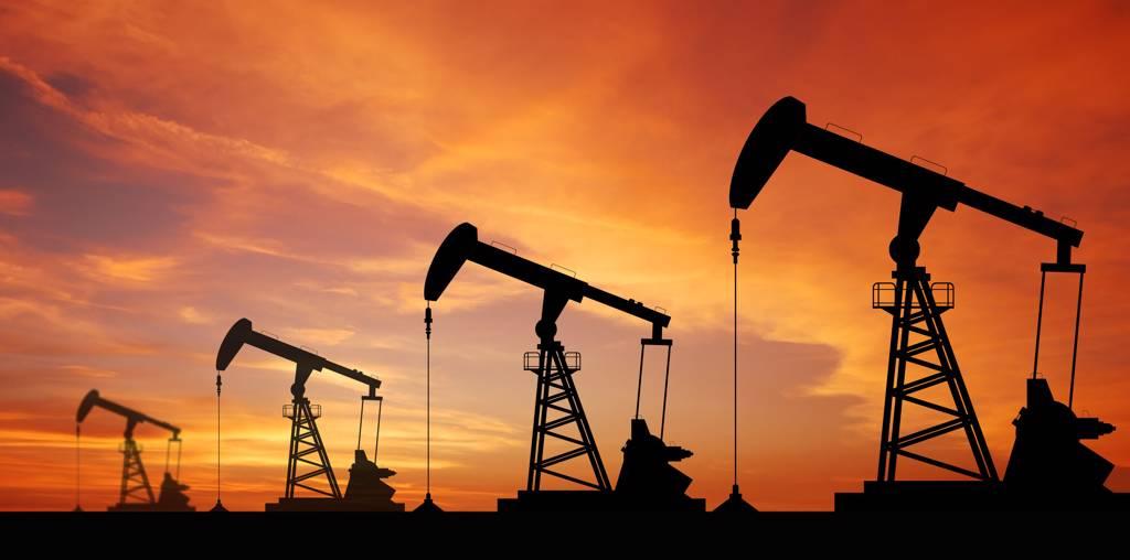 全球原油市場基本面雖看多,但Fed若提前升息,將是油價未來1季不可忽視的潛在風險。(示意圖/達志影像/Shutterstock)