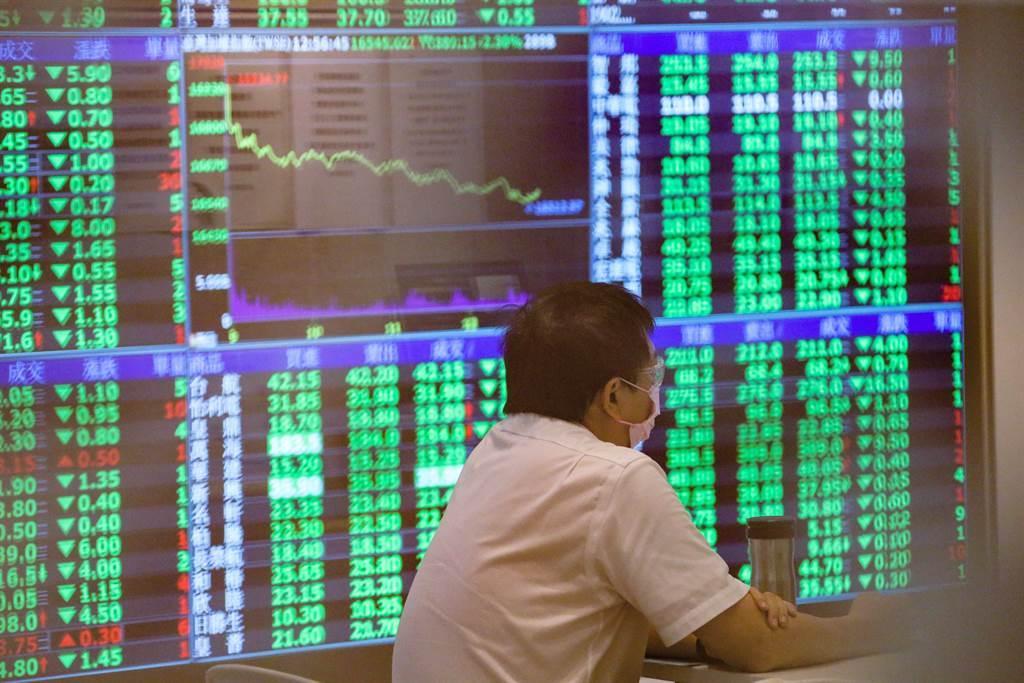 台股近兩年行情熱絡,吸引人不少投入股市。(圖/報系資料照)