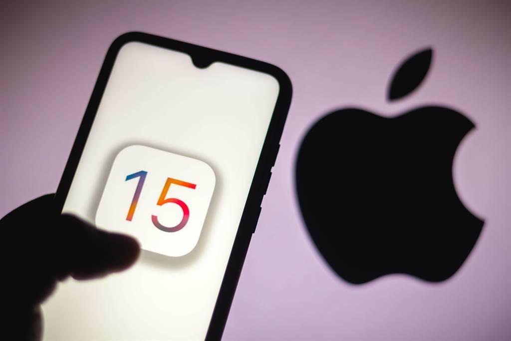 摩根大通下修蘋果iPhone手機在年終節日購物旺季的銷售預測,成為兩周以來第二家揮刀的金融機構。(示意圖/達志影像/shutterstock)