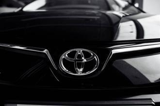 受到晶片荒影響,進口車缺口大,台灣Toyota宣布將調整價格。(示意圖/shutterstock)