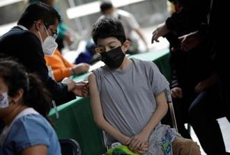美國政府顧問將於明天召開會議,決定是否批准5至11歲兒童接種輝瑞COVID-19疫苗。(圖/路透社)